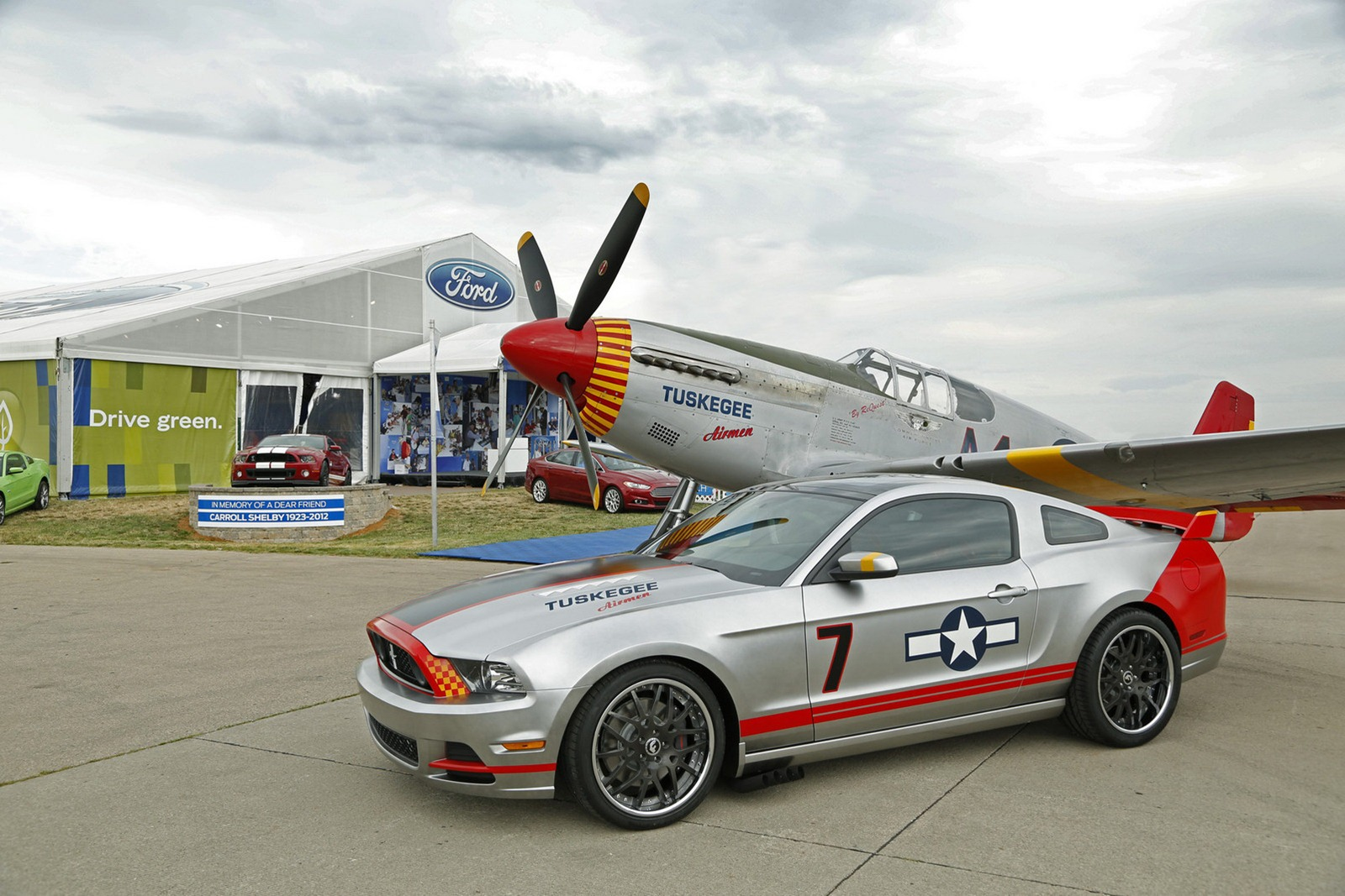 2013 Mustang Gt Livered After P51 Fighter Autoevolution P51
