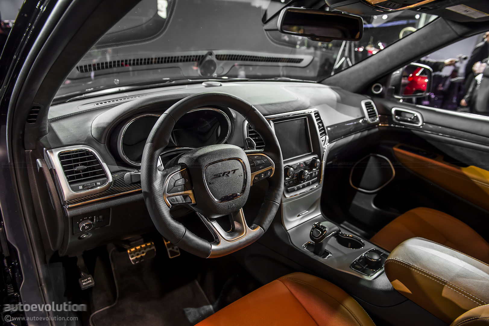 2013 naias: jeep grand cherokee srt8 [live photos] - autoevolution