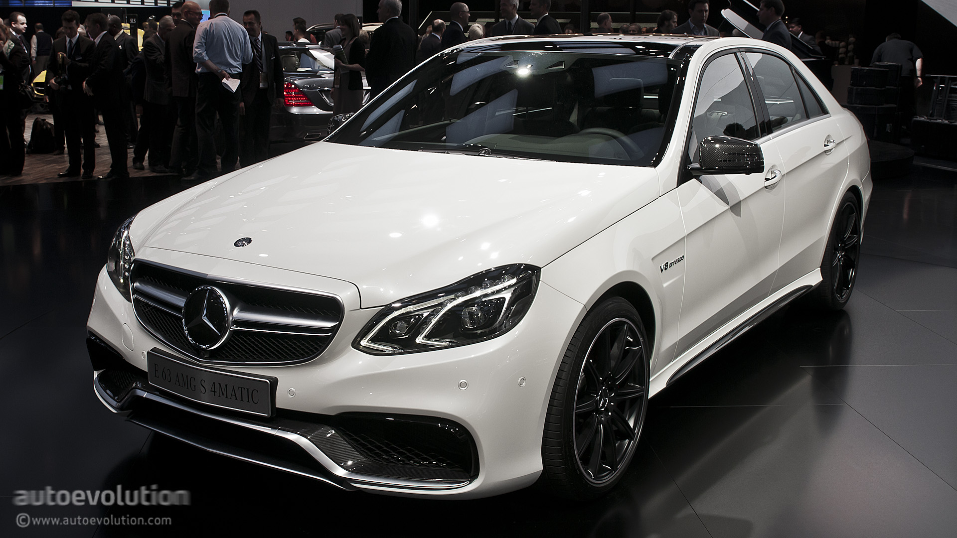 2013 naias mercedes benz e63 amg s 4matic live photos autoevolution. Black Bedroom Furniture Sets. Home Design Ideas