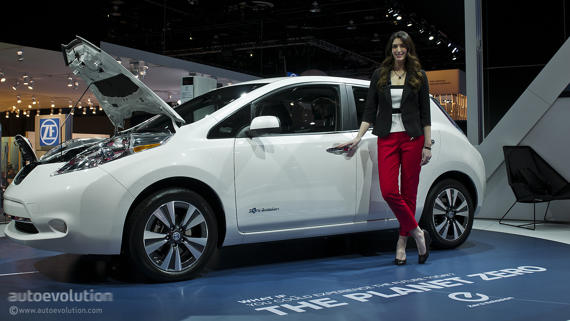 2013 Naias Updated Nissan Leaf Is Made In Usa Live
