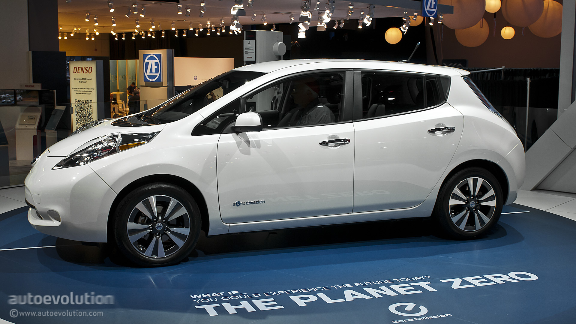 2013 NAIAS: Updated Nissan Leaf Is Made in USA [Live ...
