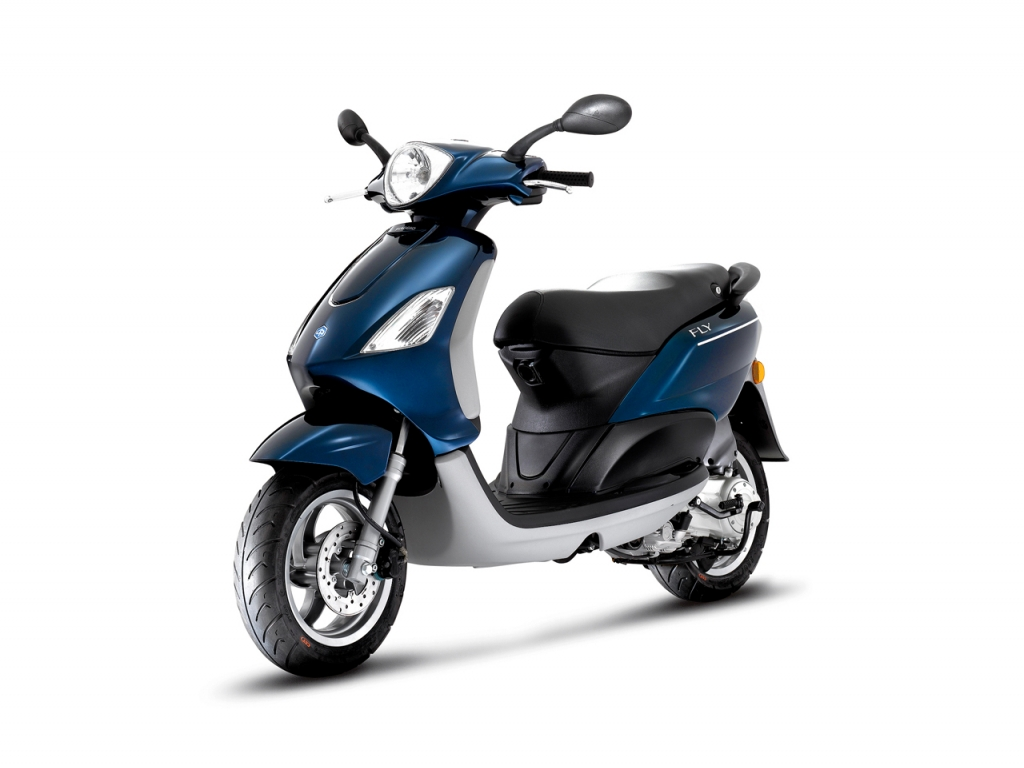 2013 piaggio fly 150 the brawnier commuting scooter. Black Bedroom Furniture Sets. Home Design Ideas