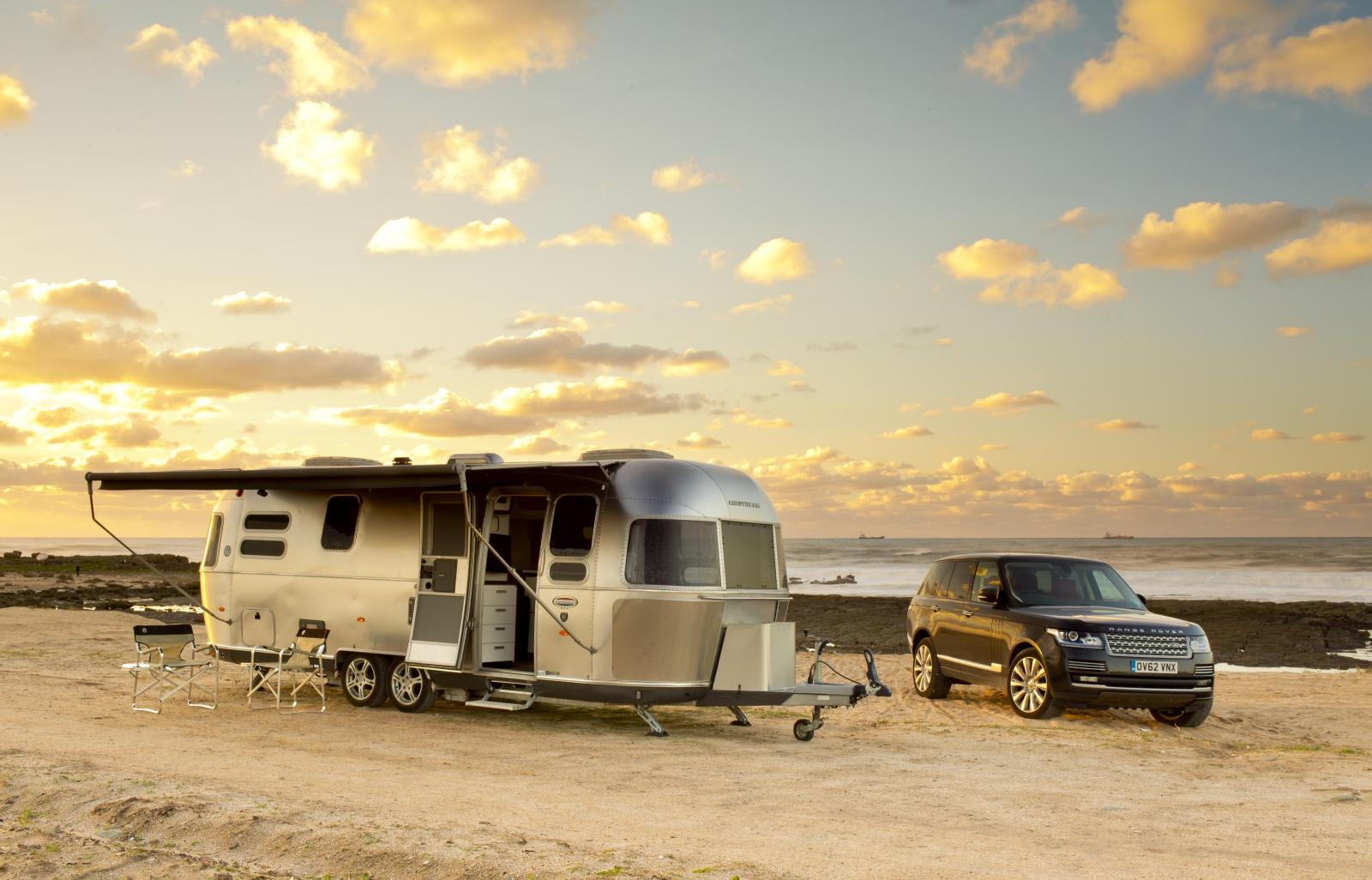 http://s1.cdn.autoevolution.com/images/news/gallery/2013-range-rover-sdv8-tows-airstream-trailer-caravan-photo-gallery_1.jpg