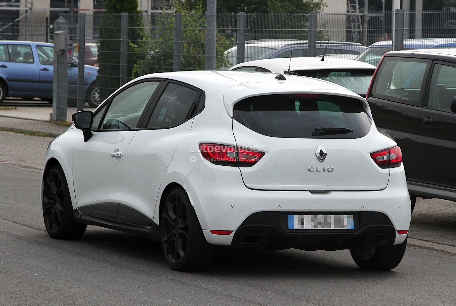 2013 renault clio iv rs 210 spotted undisguised in white autoevolution. Black Bedroom Furniture Sets. Home Design Ideas