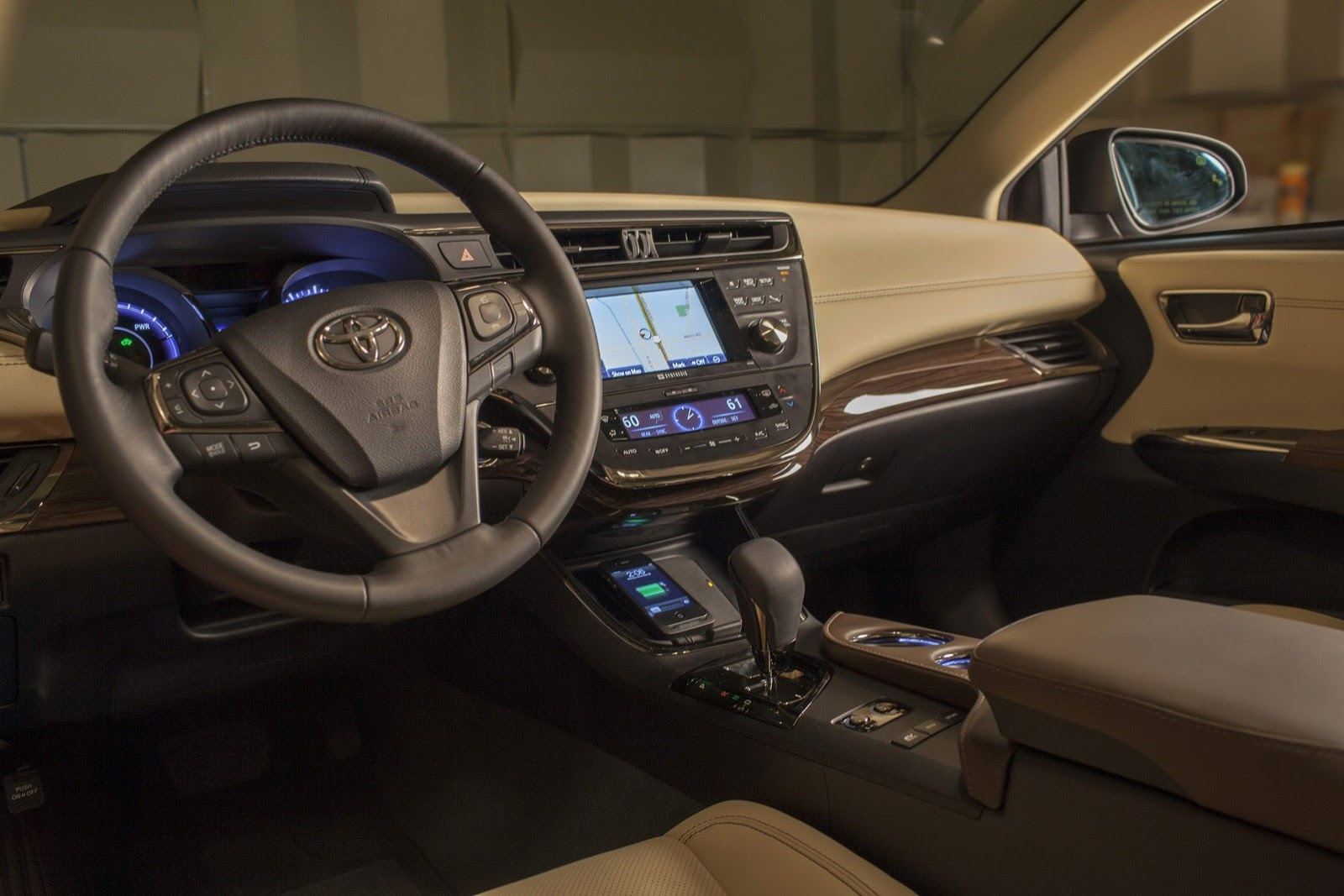 Toyota Avalon Worlds First To Use Qi Wireless In Car Charging
