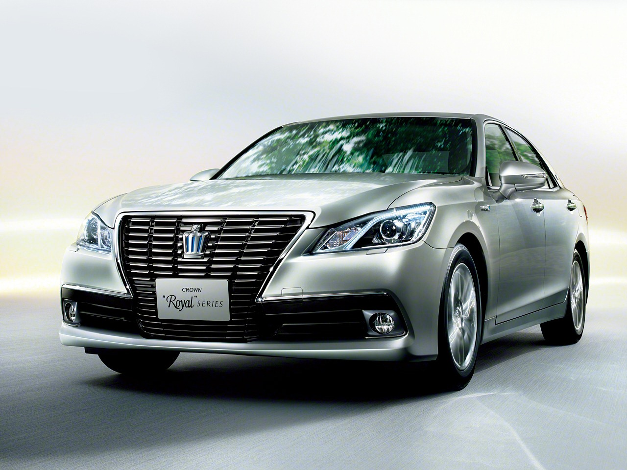 2013 Toyota Crown Royal And Athlete Revealed Autoevolution