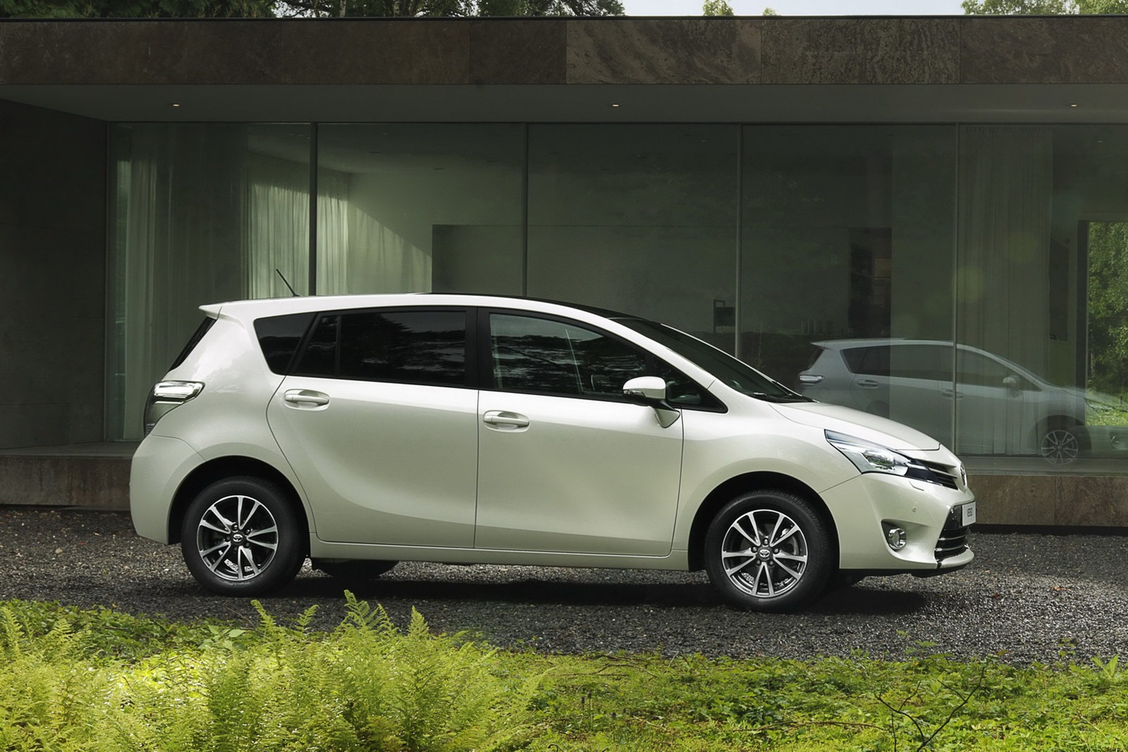 2013 Toyota Verso MPV Gets a Facelift - autoevolution