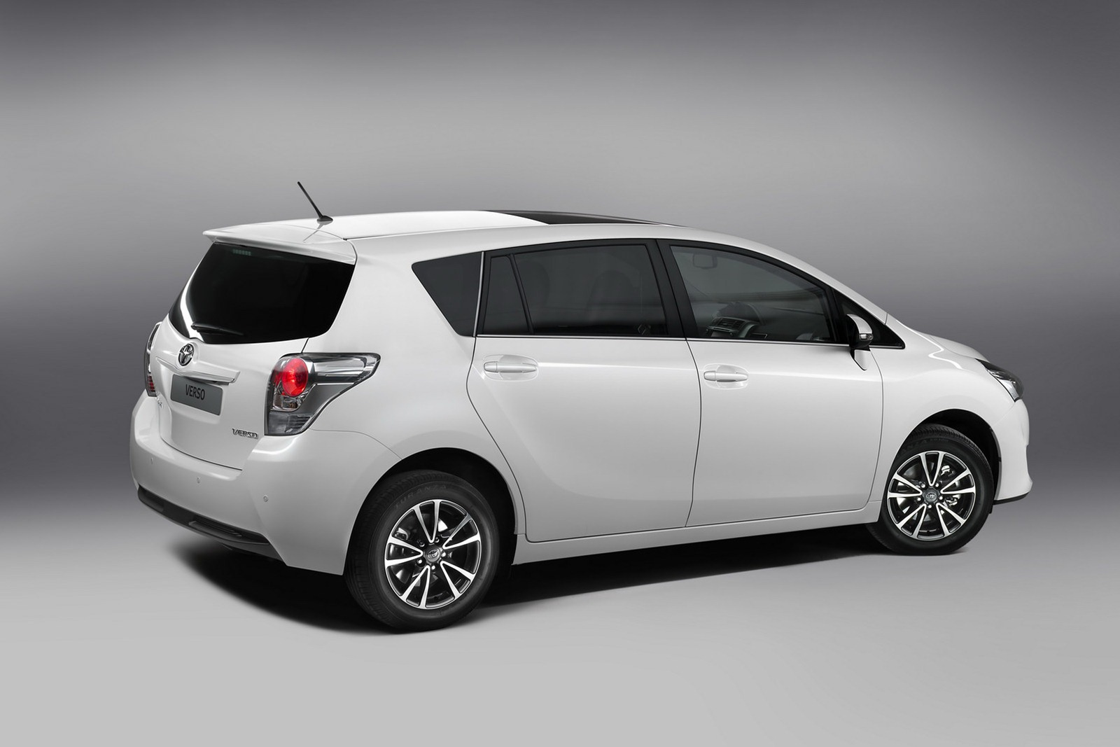 2013 toyota verso mpv gets a facelift autoevolution. Black Bedroom Furniture Sets. Home Design Ideas