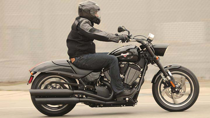 2013 Victory Hammer 8-Ball Muscle Cruiser Owns - autoevolution