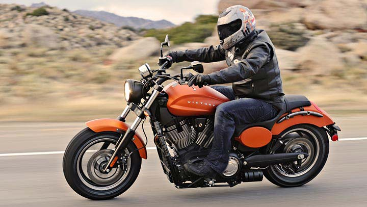 Victory Vegas 8 Ball >> 2013 Victory Judge Muscle Bike Shows Awesome Grit [Video ...