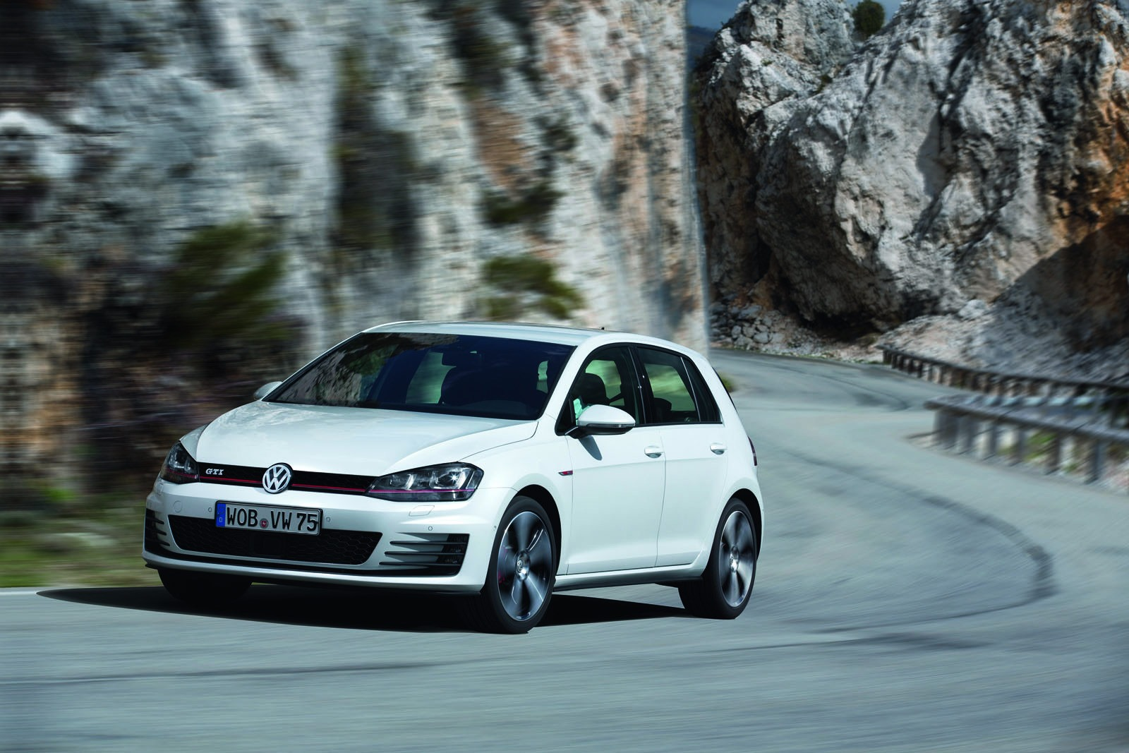 2013 Volkswagen Golf Gti New Photos Released Autoevolution