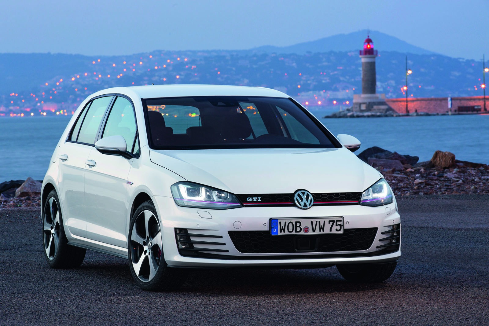 2013 volkswagen golf gti new photos released autoevolution. Black Bedroom Furniture Sets. Home Design Ideas