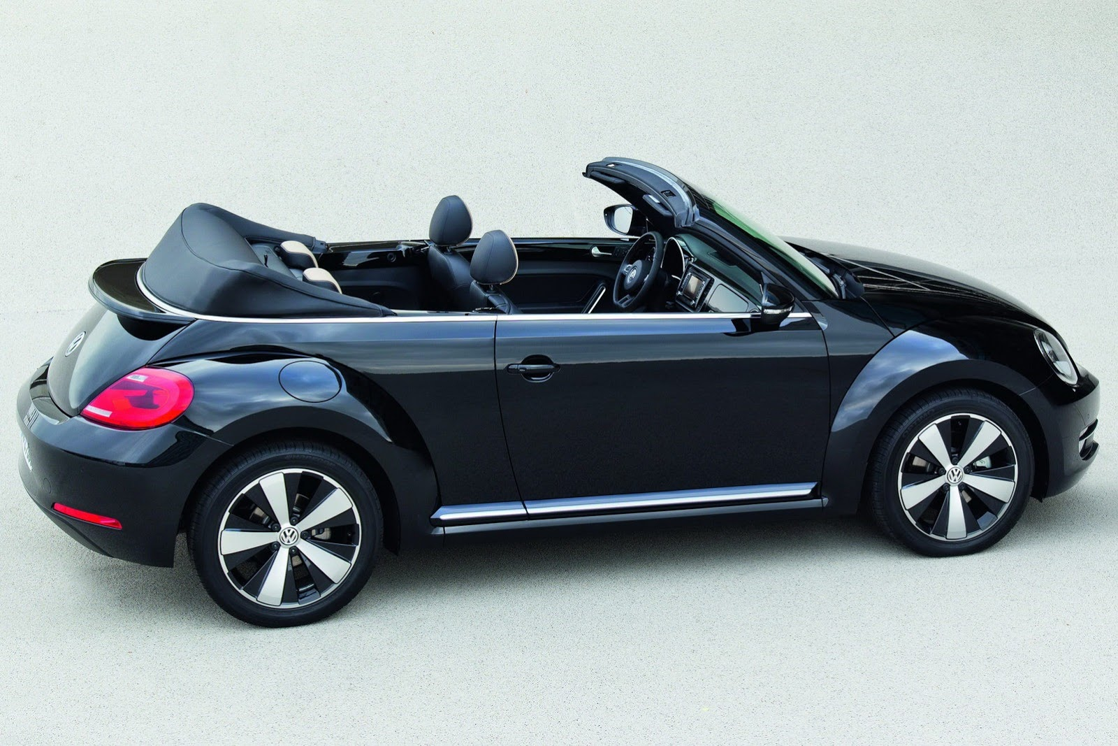 2013 vw beetle coupe and cabriolet exclusive editions autoevolution. Black Bedroom Furniture Sets. Home Design Ideas