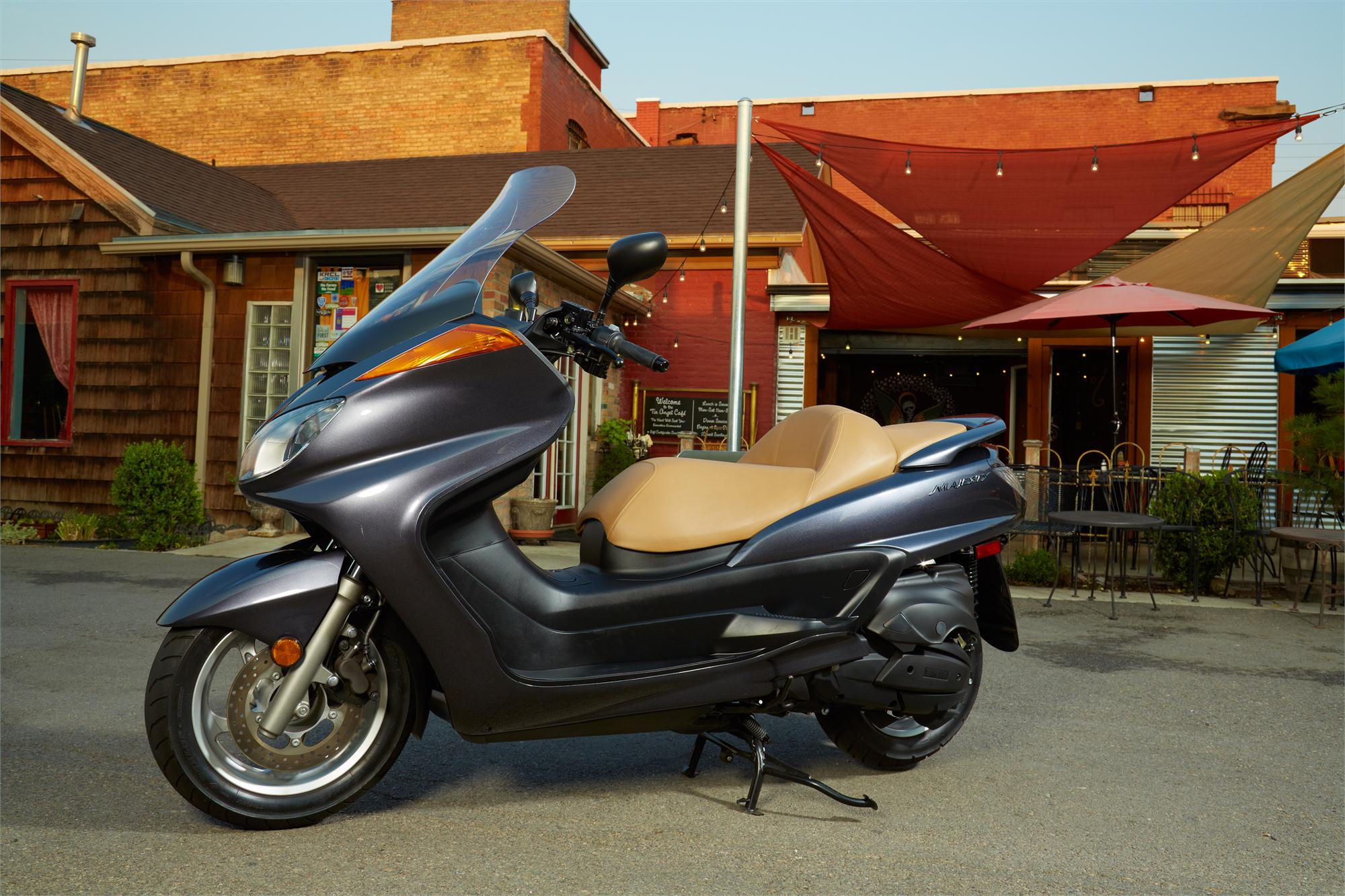 2013 yamaha majesty the 400cc maxi scooter autoevolution. Black Bedroom Furniture Sets. Home Design Ideas