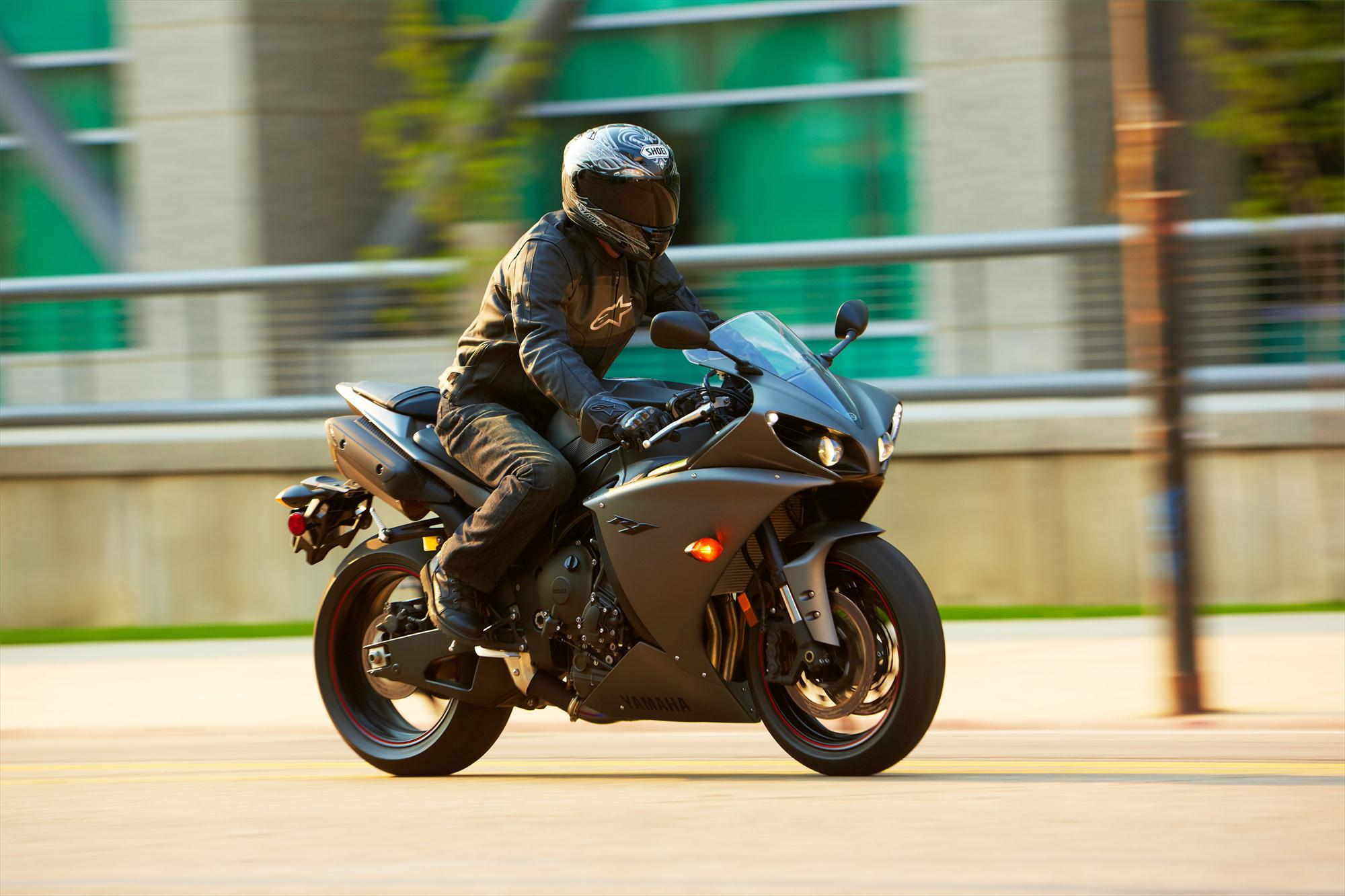 2013 Yamaha Yzf R1 Even More Aggressive Than Before
