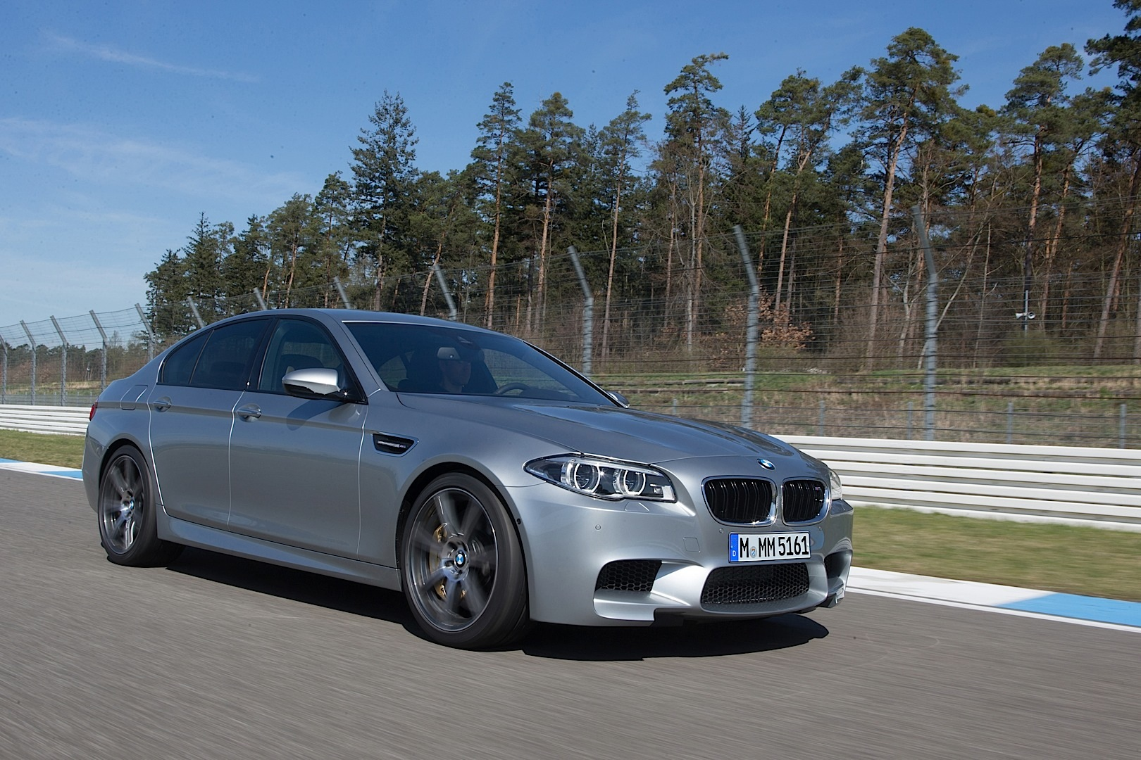 2014 bmw f10 m5 lci officially unveiled autoevolution. Black Bedroom Furniture Sets. Home Design Ideas