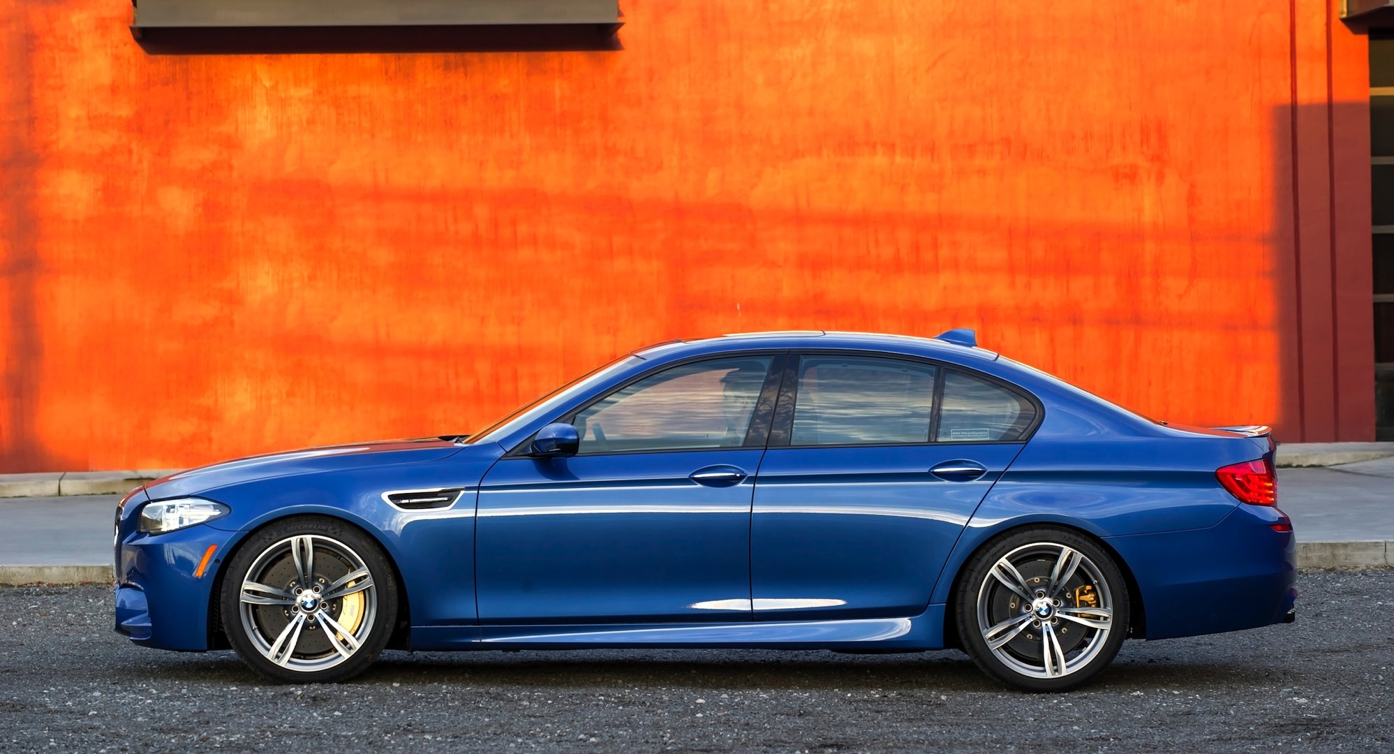 Watch And Listen To The Zcp Lci Bmw F10 M5 Go Round The Estoril Circuit Autoevolution