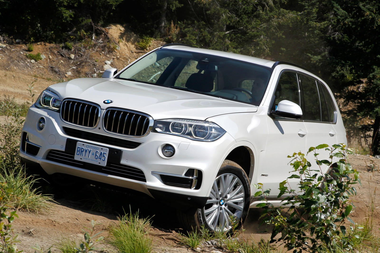 2014 bmw f15 x5 xdrive50i test drive by edmunds autoevolution. Black Bedroom Furniture Sets. Home Design Ideas