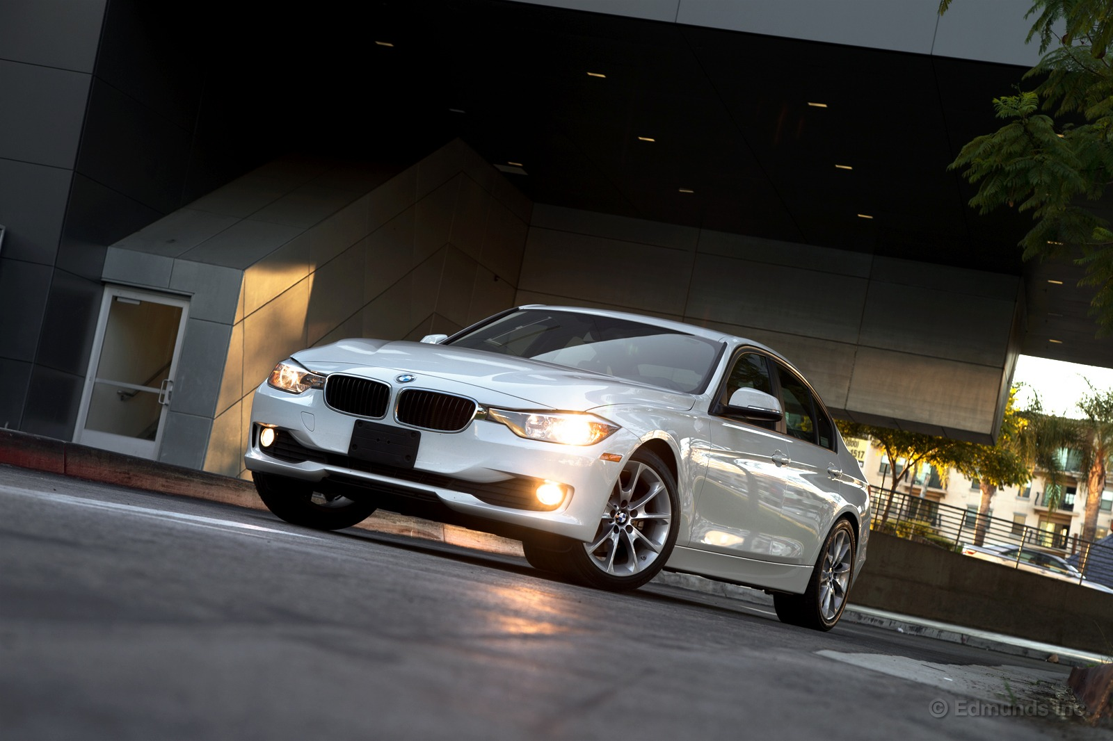 2014 bmw f30 320i review by autoevolution. Black Bedroom Furniture Sets. Home Design Ideas
