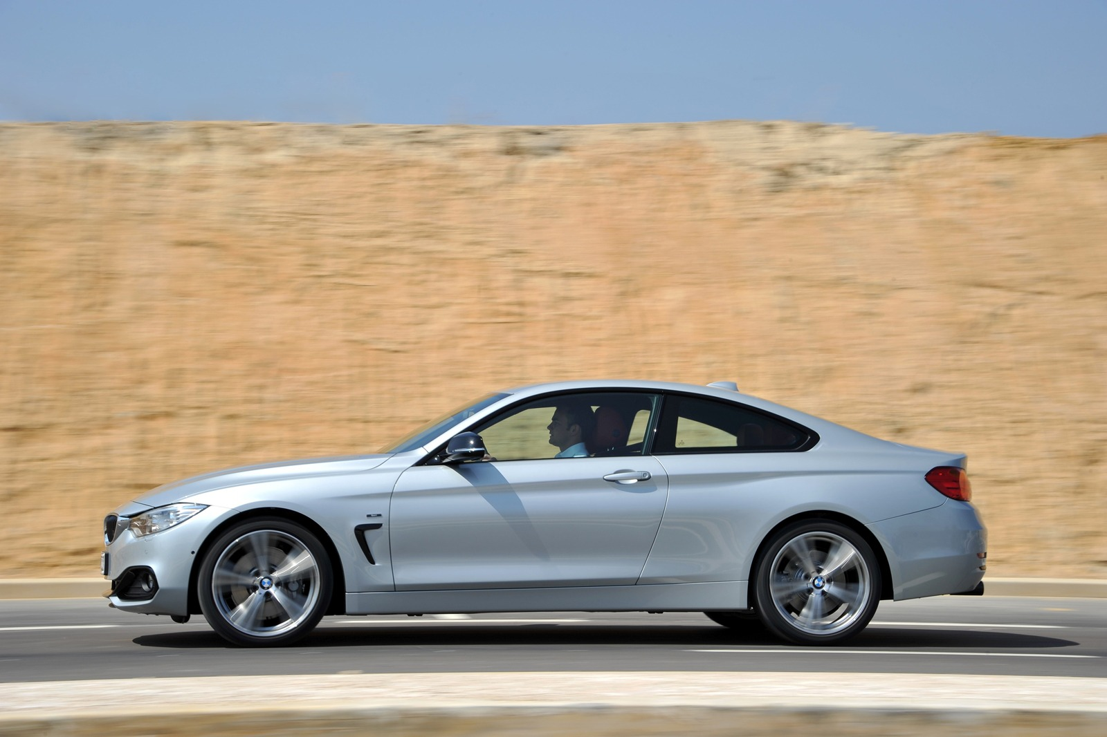 2014 BMW F32 4 Series Coupe Test Drive by Edmunds - autoevolution