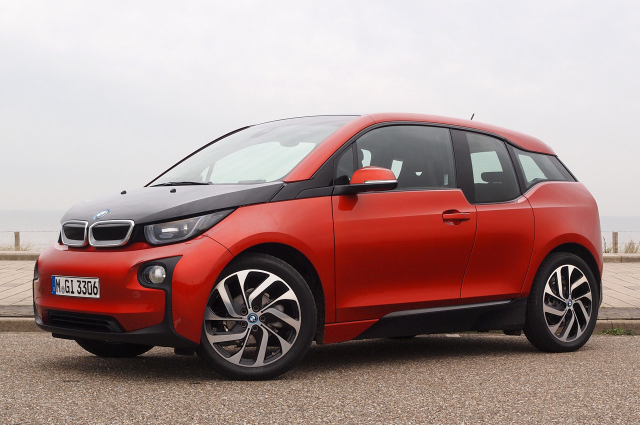 2014 bmw i3 test drive by autoblog autoevolution. Black Bedroom Furniture Sets. Home Design Ideas
