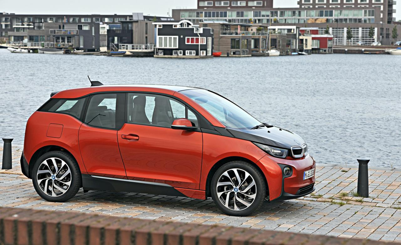 2014 bmw i3 test drive by car and driver autoevolution. Black Bedroom Furniture Sets. Home Design Ideas