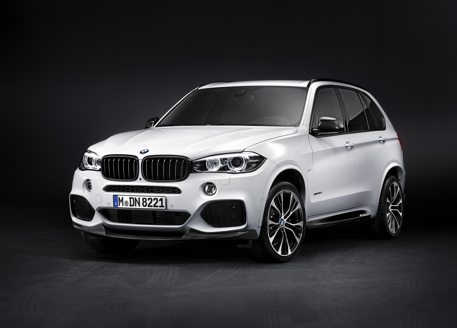 2014 bmw x5 receives m performance parts autoevolution. Black Bedroom Furniture Sets. Home Design Ideas