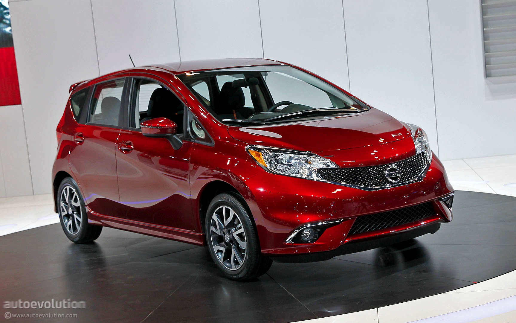 2014 Chicago  Nissan Note Looks Hot-ish in SR Trim - Live PhotosNissan Versa Note Red