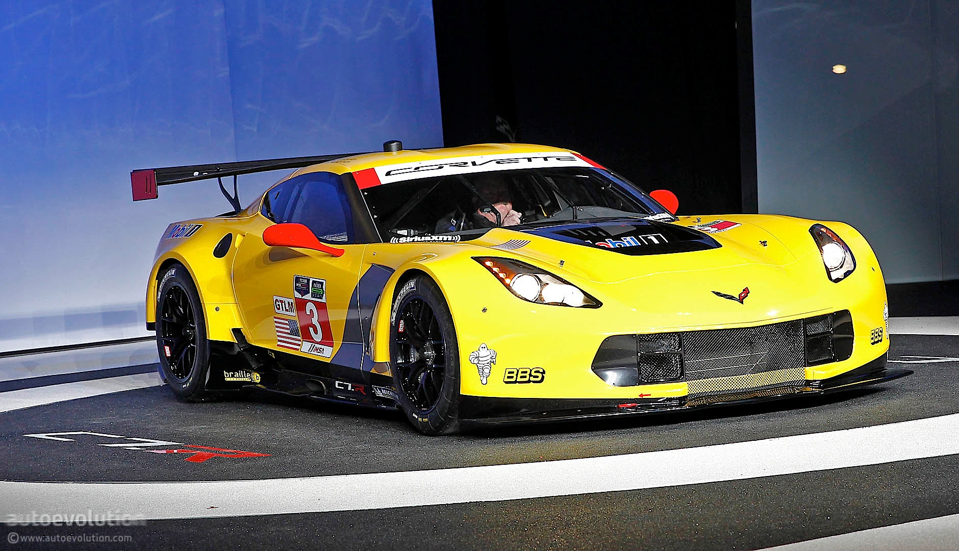 2014 Corvette C7 R Breaks Cover In Detroit Promises More