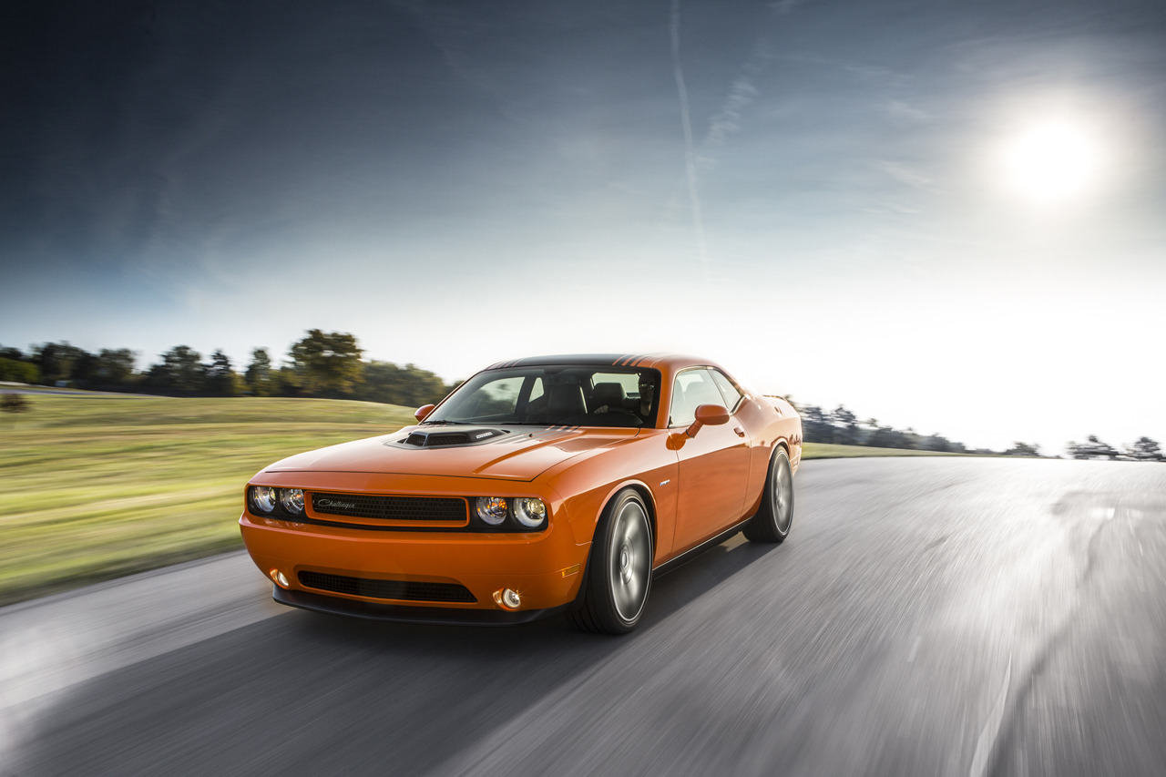 2014 Dodge Challenger R T Shaker Brings Back The Hemi
