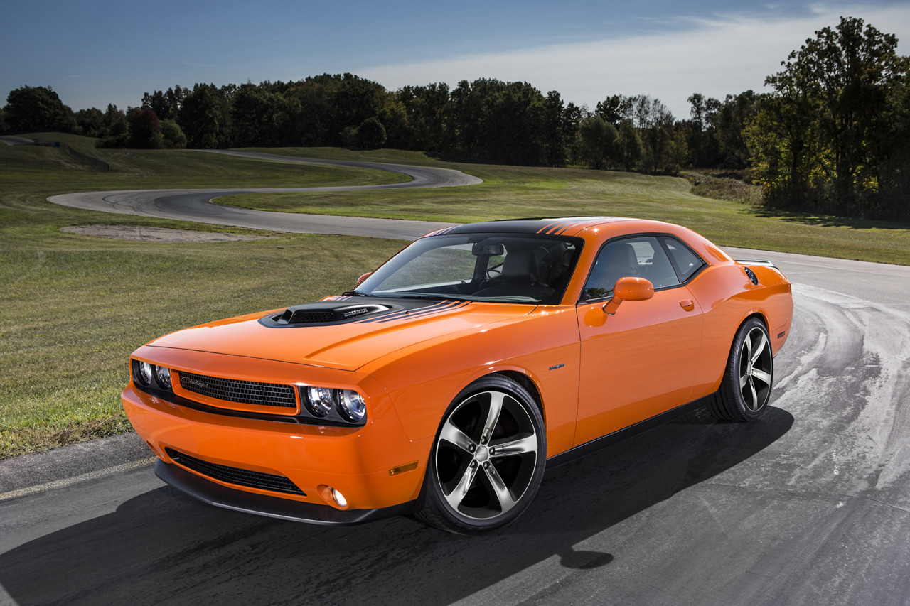 2014 dodge challenger r t shaker brings back the hemi. Black Bedroom Furniture Sets. Home Design Ideas