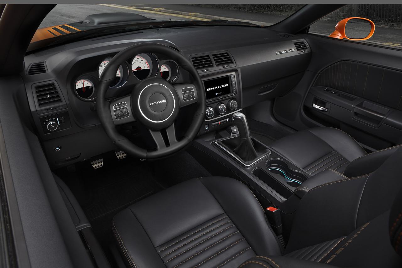 2014 Dodge Challenger R/T Shaker Brings Back the Hemi Shaker Hood