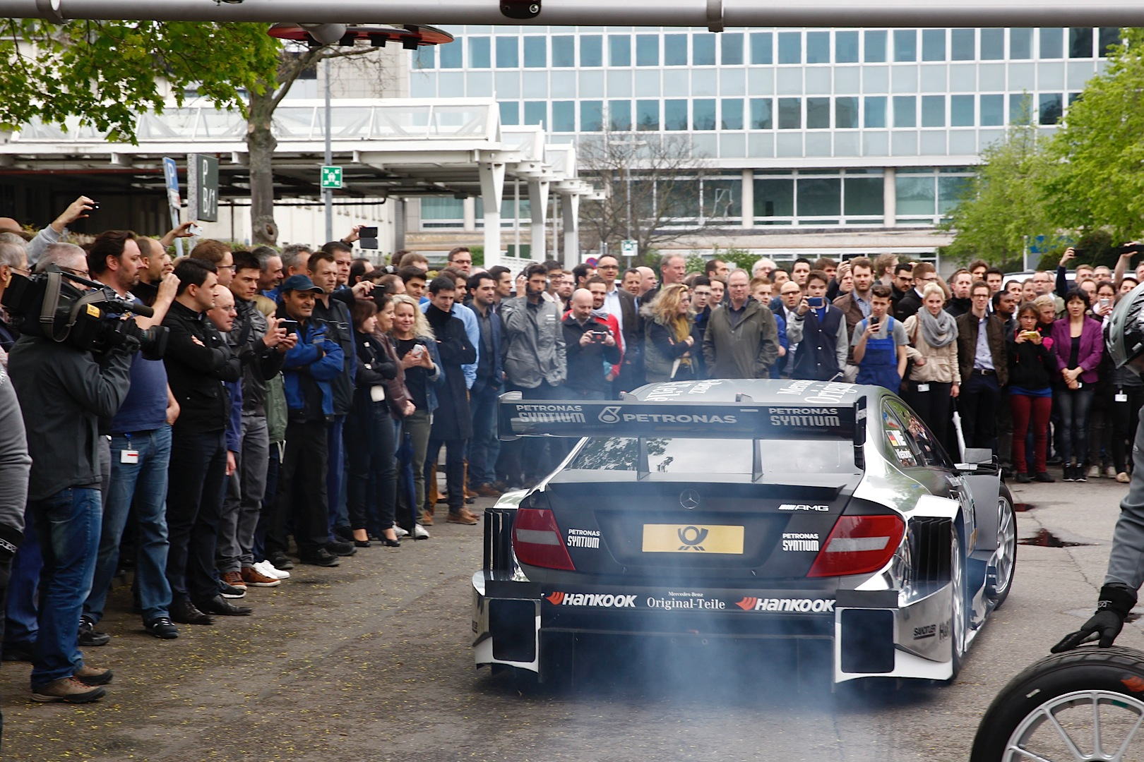 2014 dtm mercedes benz teams present themselves to for Mercedes benz employee