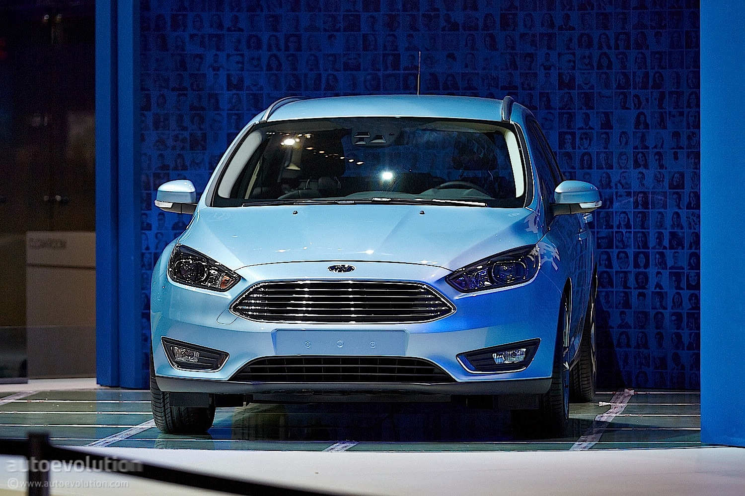2014 Ford Focus Hatchback Estate Bow In Geneva Live Photosupdate Motor Show