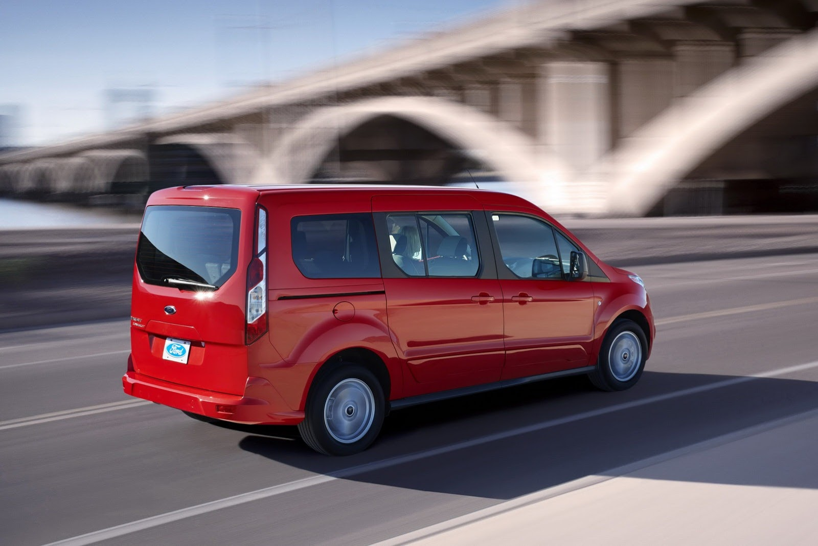 2014 Ford Transit Connect Wagon Unveiled in LA [Video] - autoevolution