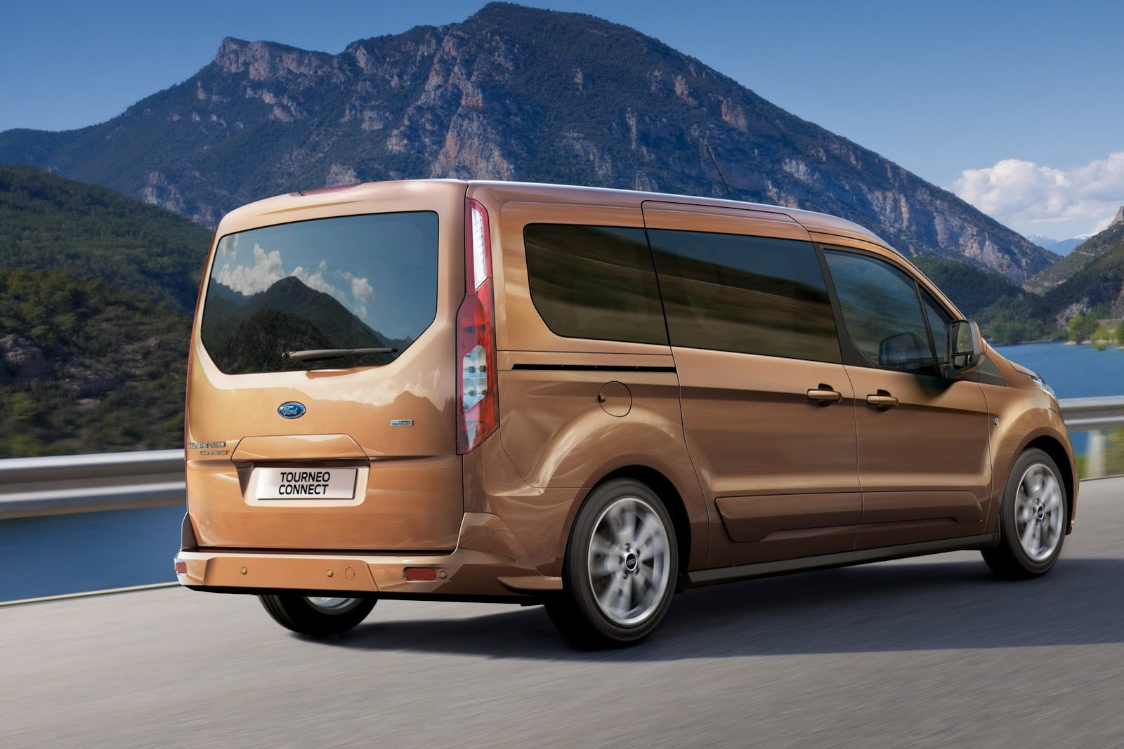 2014 ford transit connect wagon unveiled in la video. Black Bedroom Furniture Sets. Home Design Ideas