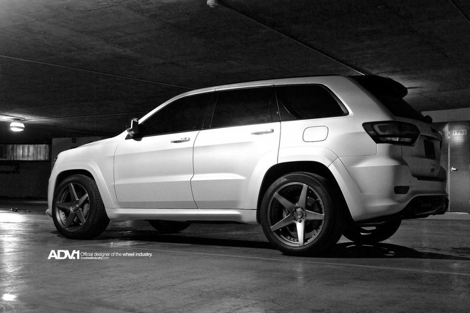 2014 Jeep Grand Cherokee Srt8 Gets New Adv 1 Wheels Pics