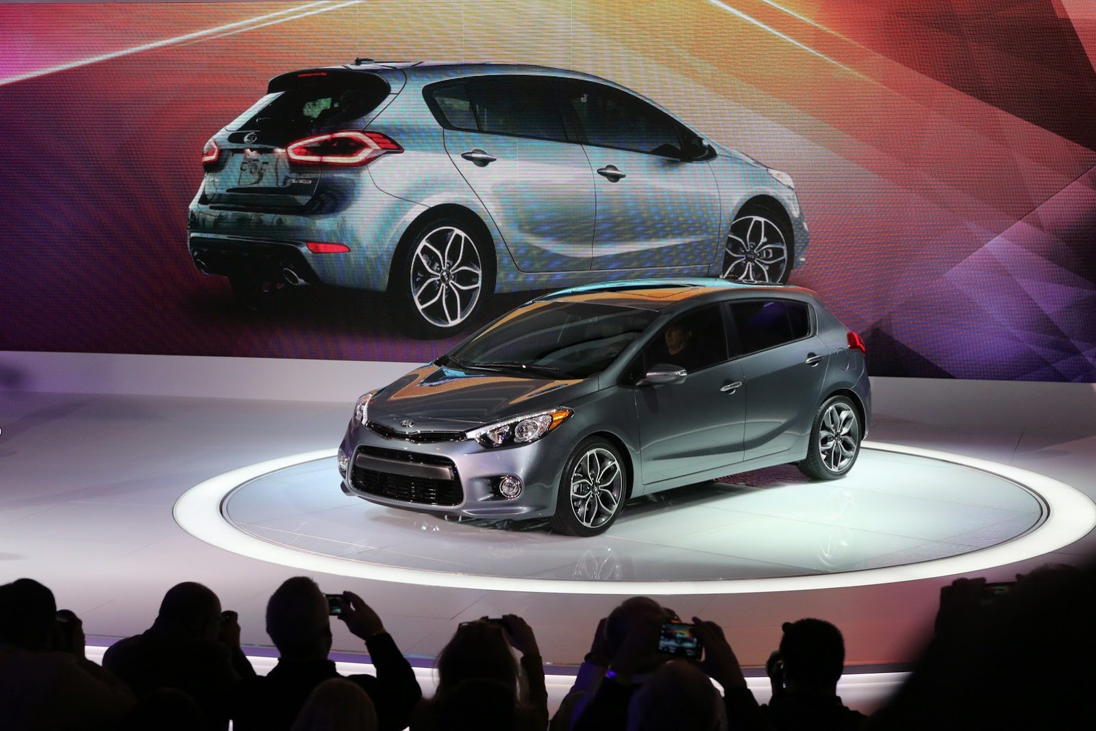 2014 kia forte 5 door debuts with 201hp turbo gdi video. Black Bedroom Furniture Sets. Home Design Ideas