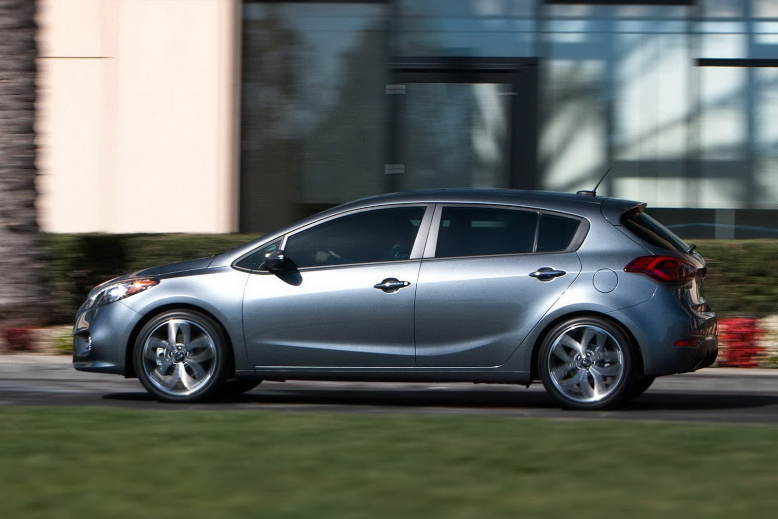 2014 Kia Forte 5 Door Debuts With 201hp Turbo Gdi Video