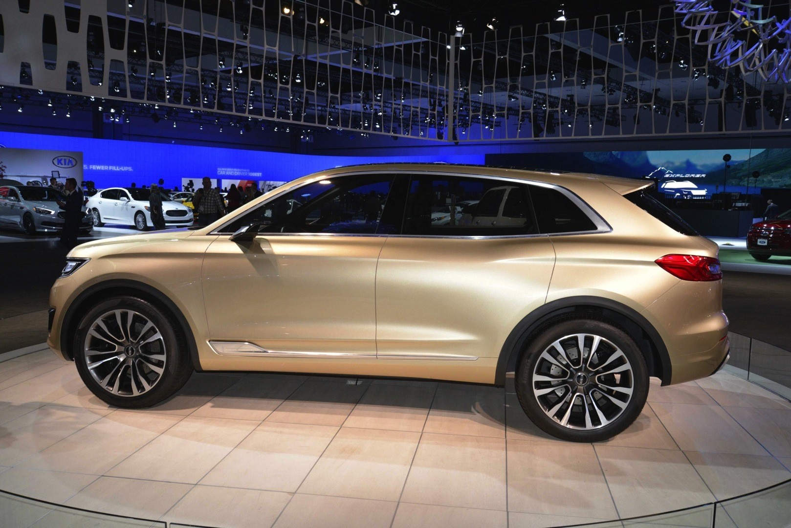 https://s1.cdn.autoevolution.com/images/news/gallery/2014-la-auto-show-premiere-lincoln-mkx-concept-shows-dynamic-leds-in-the-us-live-photos_3.jpg