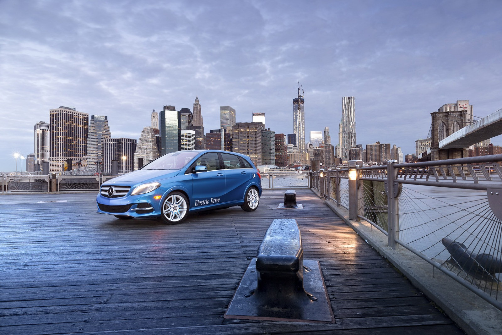 2014 mercedes benz b class ev debuts at new york show for Mercedes benz of new york
