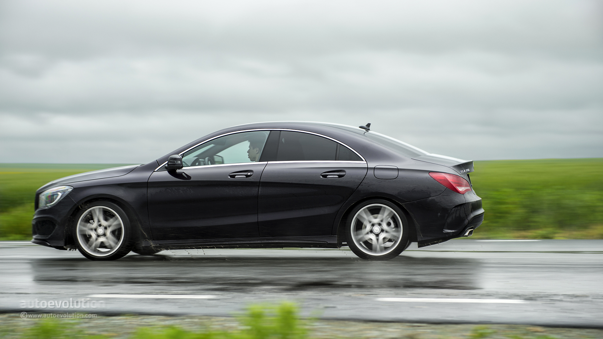 2014 Mercedes Benz Cla 200 Cdi First Drive Autoevolution
