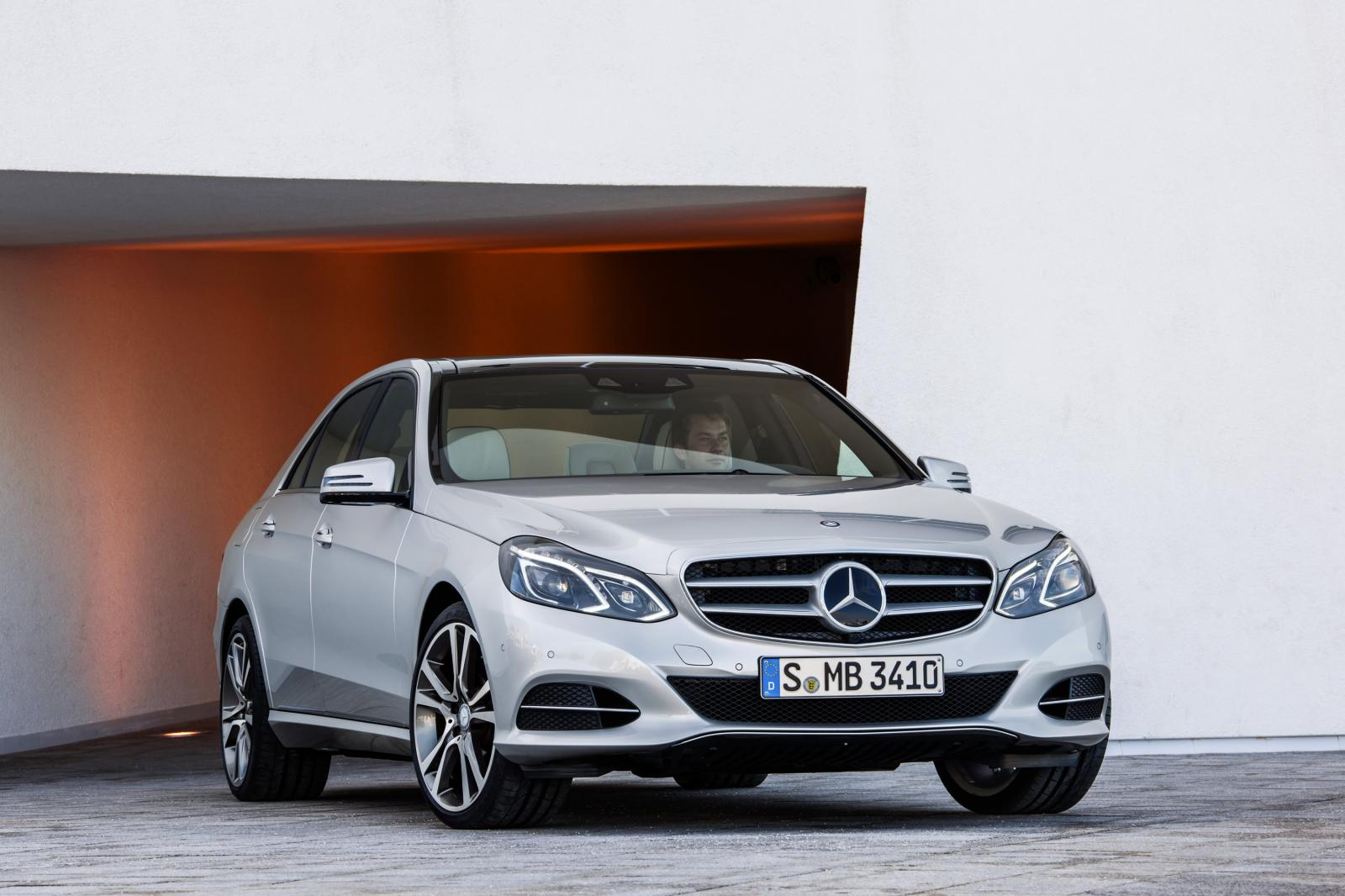 2014 mercedes benz e class facelift revealed autoevolution. Black Bedroom Furniture Sets. Home Design Ideas