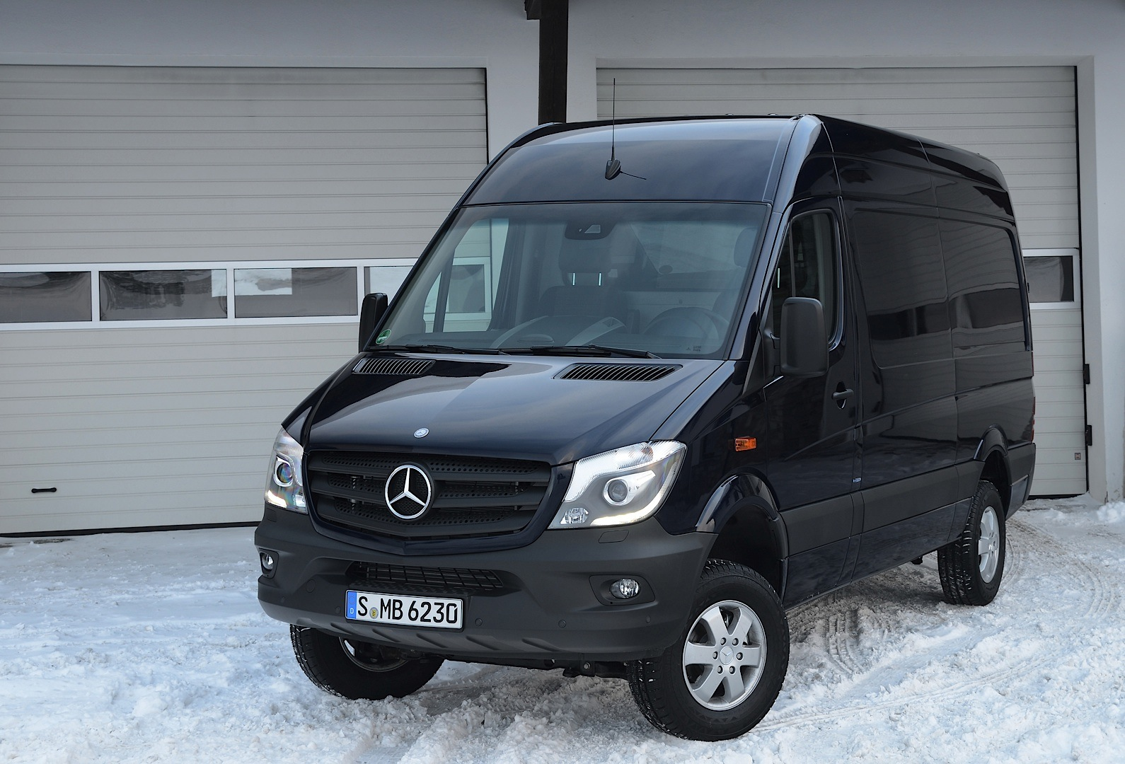 2014 mercedes benz sprinter 4x4 unveiled autoevolution for Mercedes benz sprinter 2014