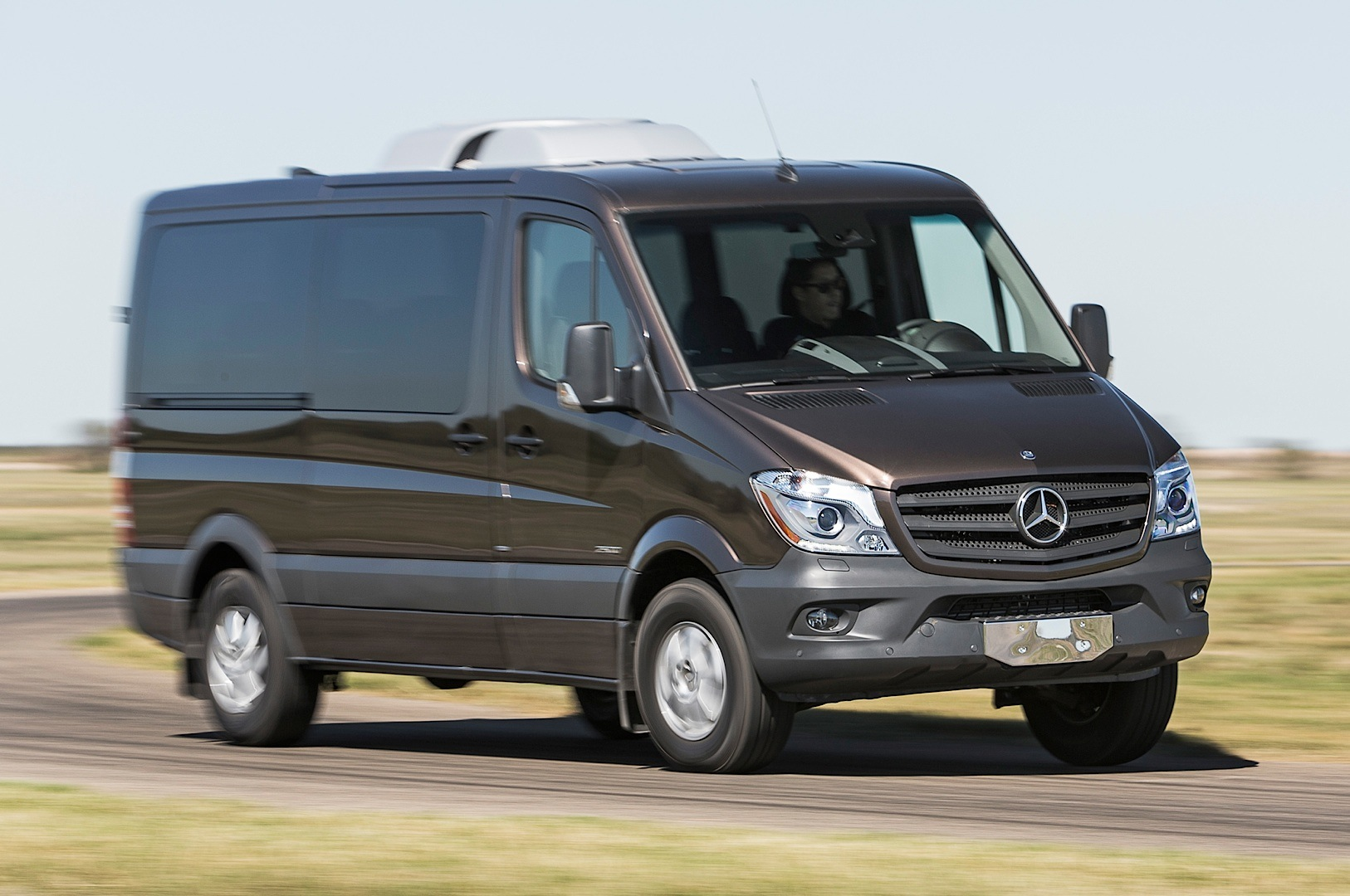 2014 mercedes benz sprinter gets reviewed by truck trend autoevolution. Black Bedroom Furniture Sets. Home Design Ideas