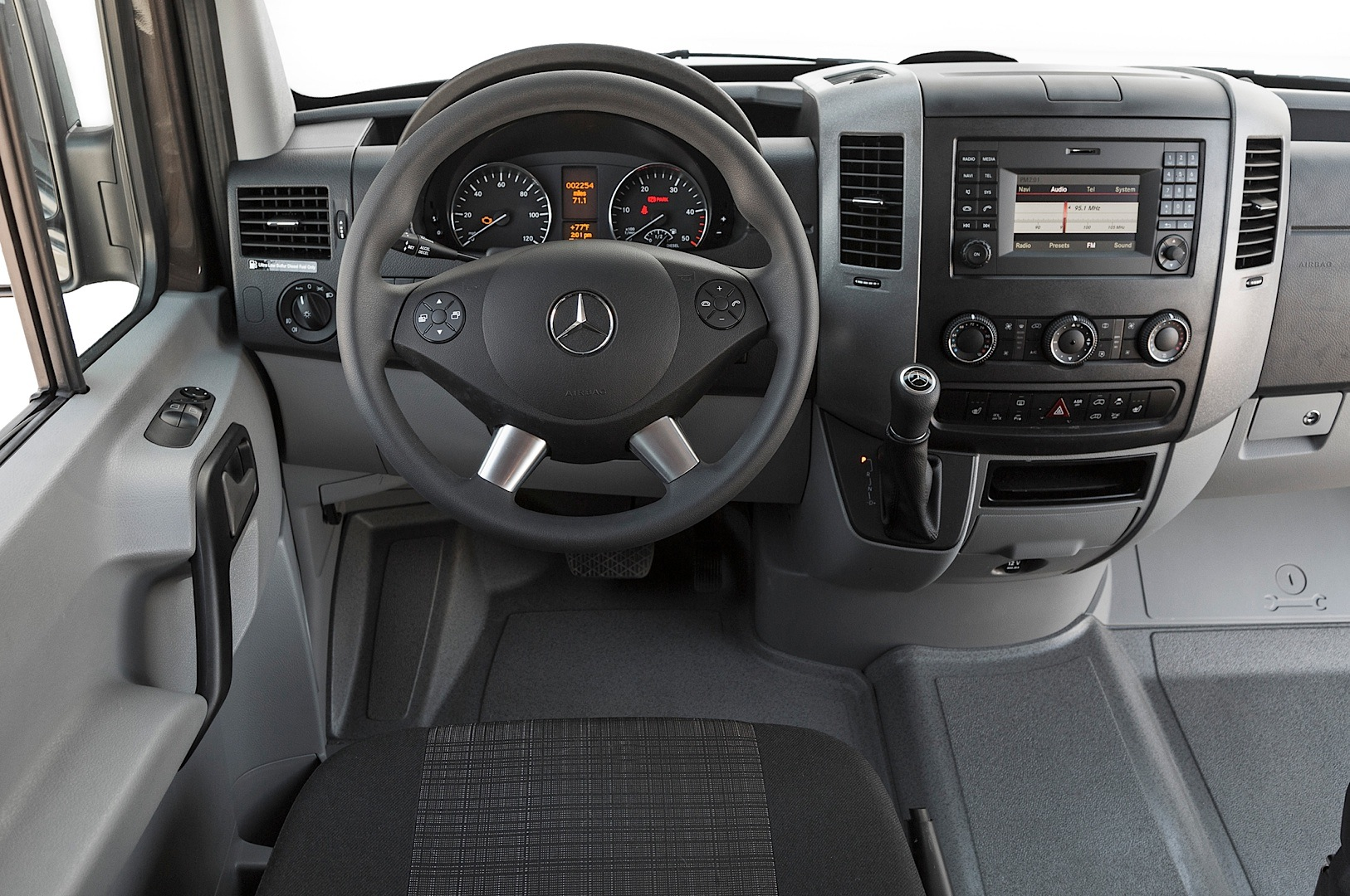 2014 Mercedes Benz Sprinter Gets Reviewed By Truck Trend