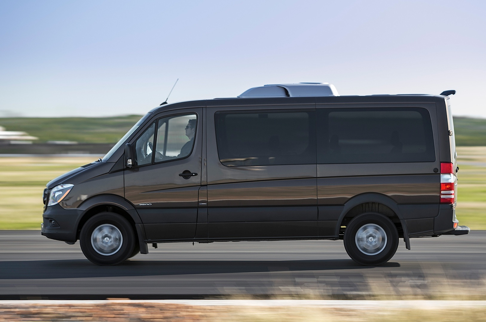 2014 mercedes benz sprinter gets reviewed by truck trend for Mercedes benz sprinter 2014