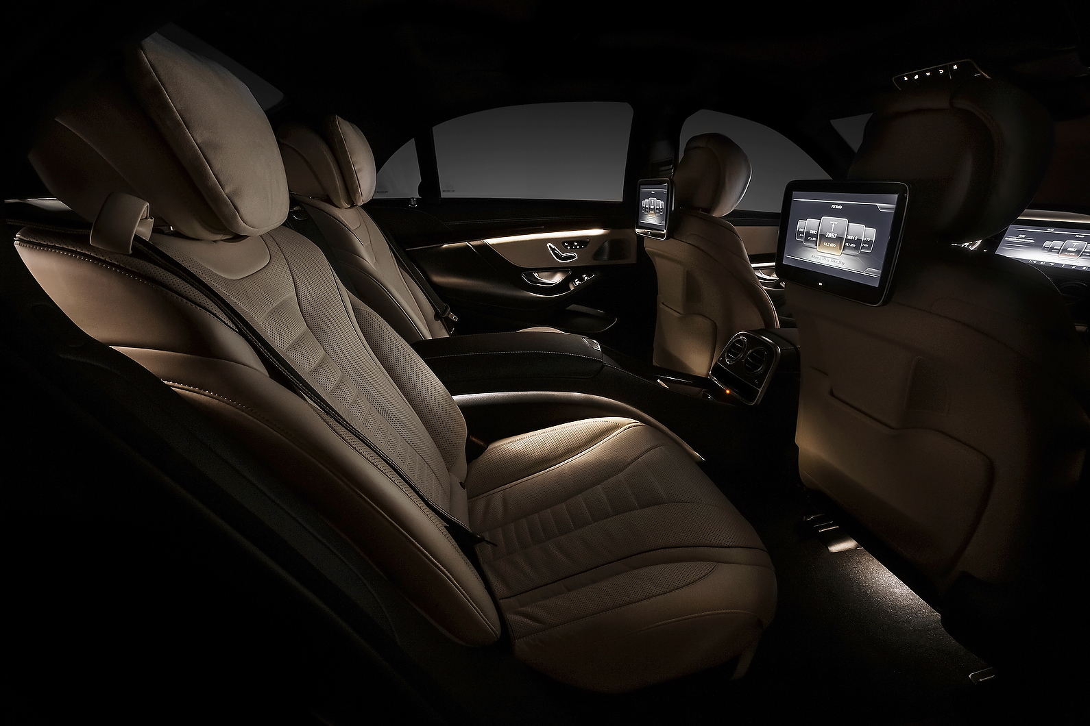 2014 Mercedes S Class Official Interior Photos Released
