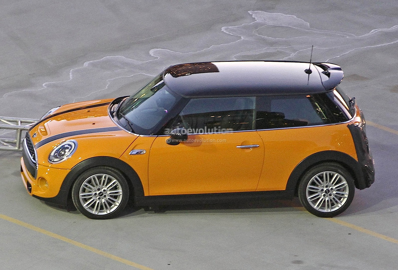 2014 mini cooper s 39 accidentally 39 unveiled autoevolution. Black Bedroom Furniture Sets. Home Design Ideas