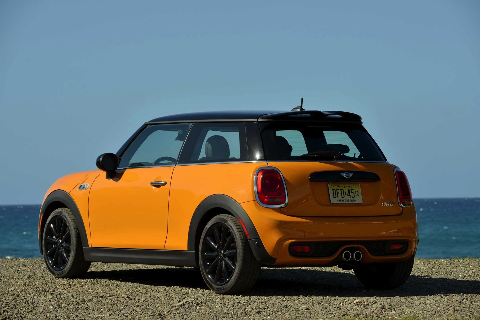 2014 mini cooper s first drive by autocar autoevolution. Black Bedroom Furniture Sets. Home Design Ideas
